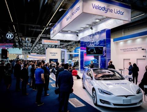 2019大会上展示融入时尚汽车设计的Velarray Lidar